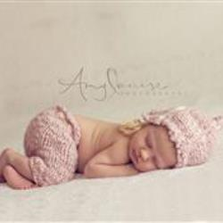 Amy Hannah Newborn Photographer - profile picture